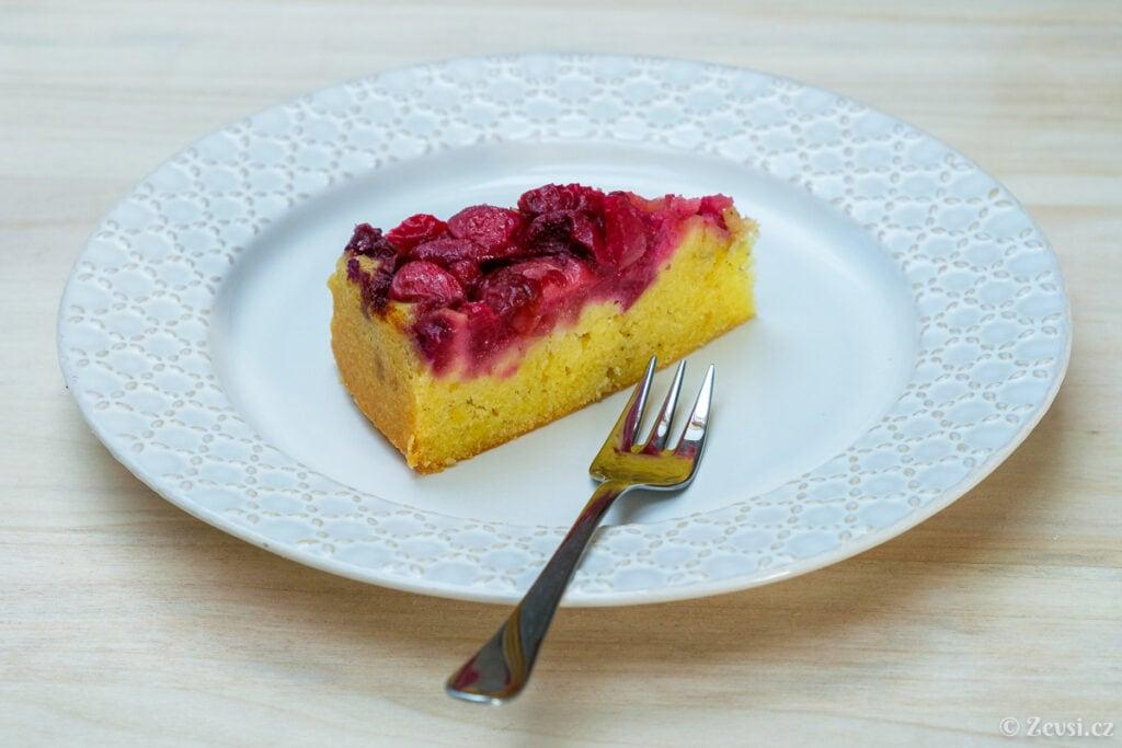 Třešňový koláč podle receptu z roku 1940.