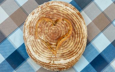 Upečtesi sváteční kváskový světlý výražkový chléb