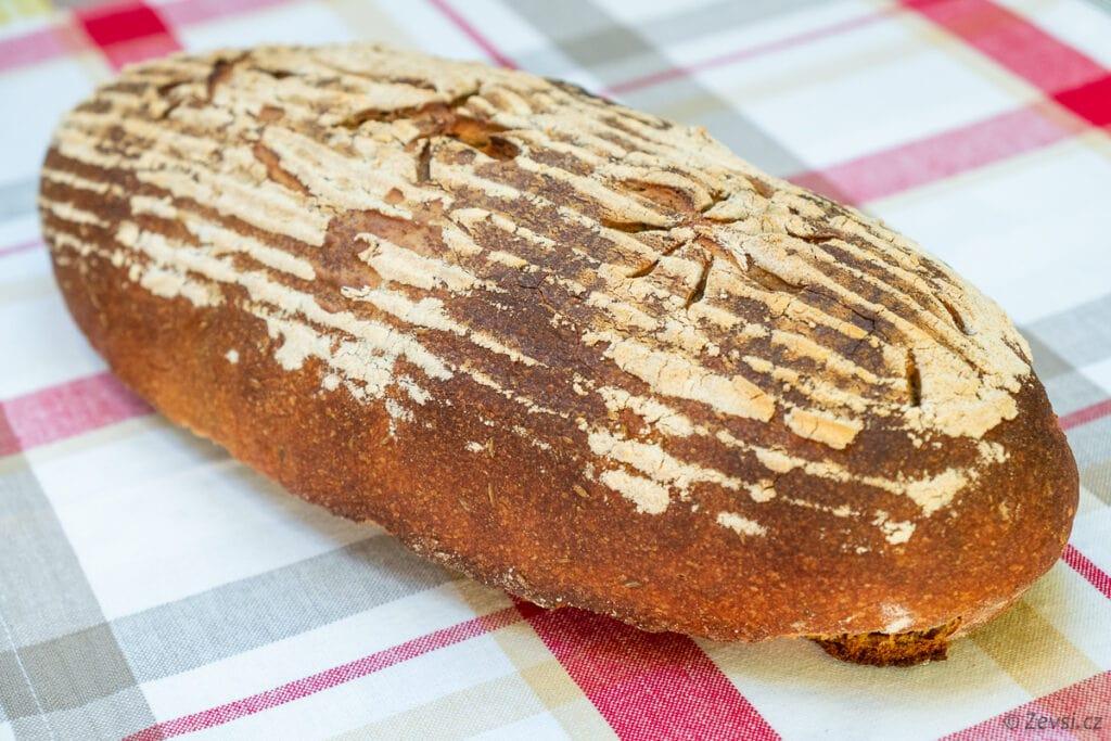 Žitno-pšeničný kváskový chléb Šumava.