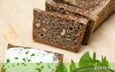 Trhankovo-špaldový celozrnný kváskový chléb sořechy asemínky