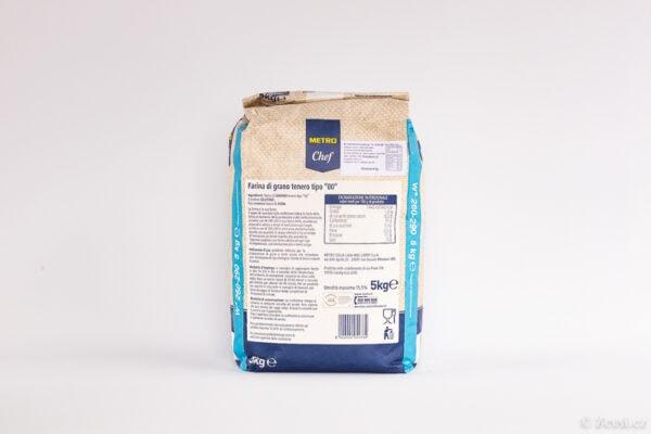 Italská mouka pšeničná hladká typ 00, na přípravu těsta se středně-dlouhou fermentací W260–290.