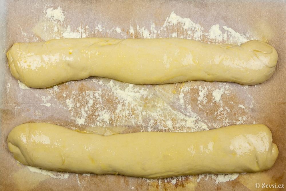 Veky na chlebíčky před pečením.