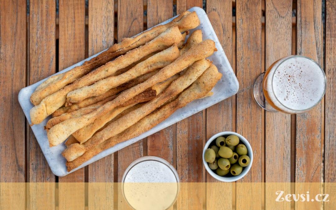 Italský tenký křupavý chléb –tyčinky Grissini.