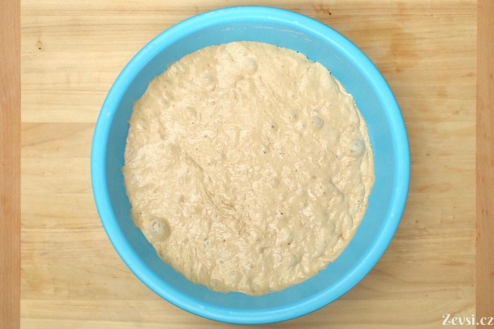 Fermentované, nakynuté těsto na francouzský chléb –bagety Pain à Ľancienne.