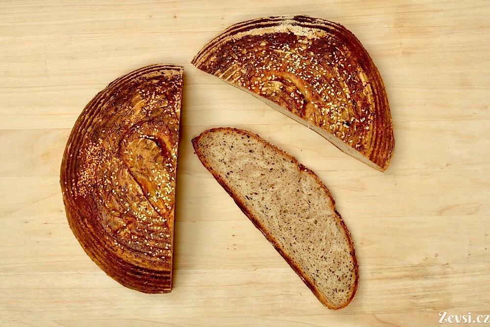 Žitno-pšeničný kváskový chléb Šumava v mramorové podobě.